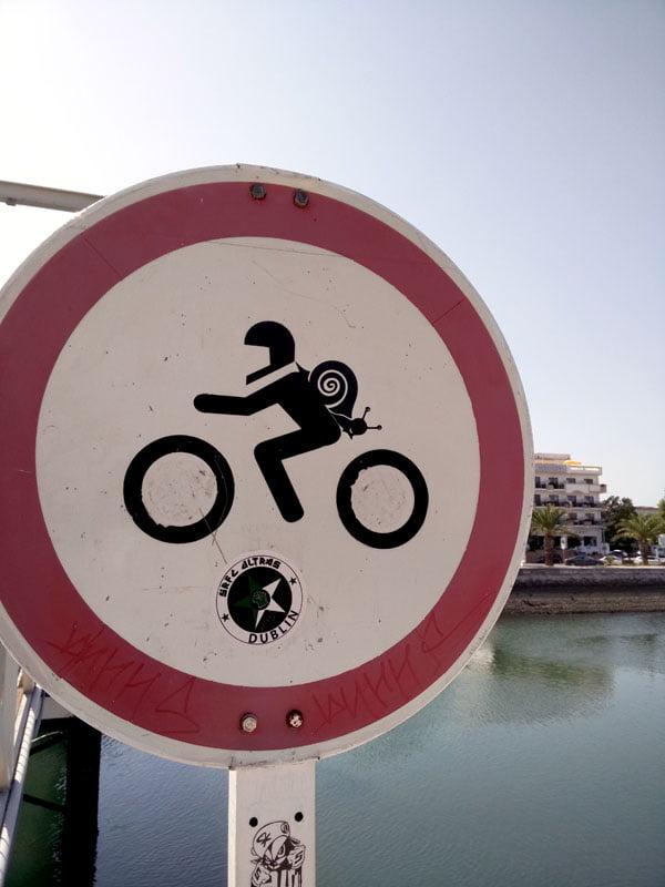 Portugal - Lagos Street Art street sign snail