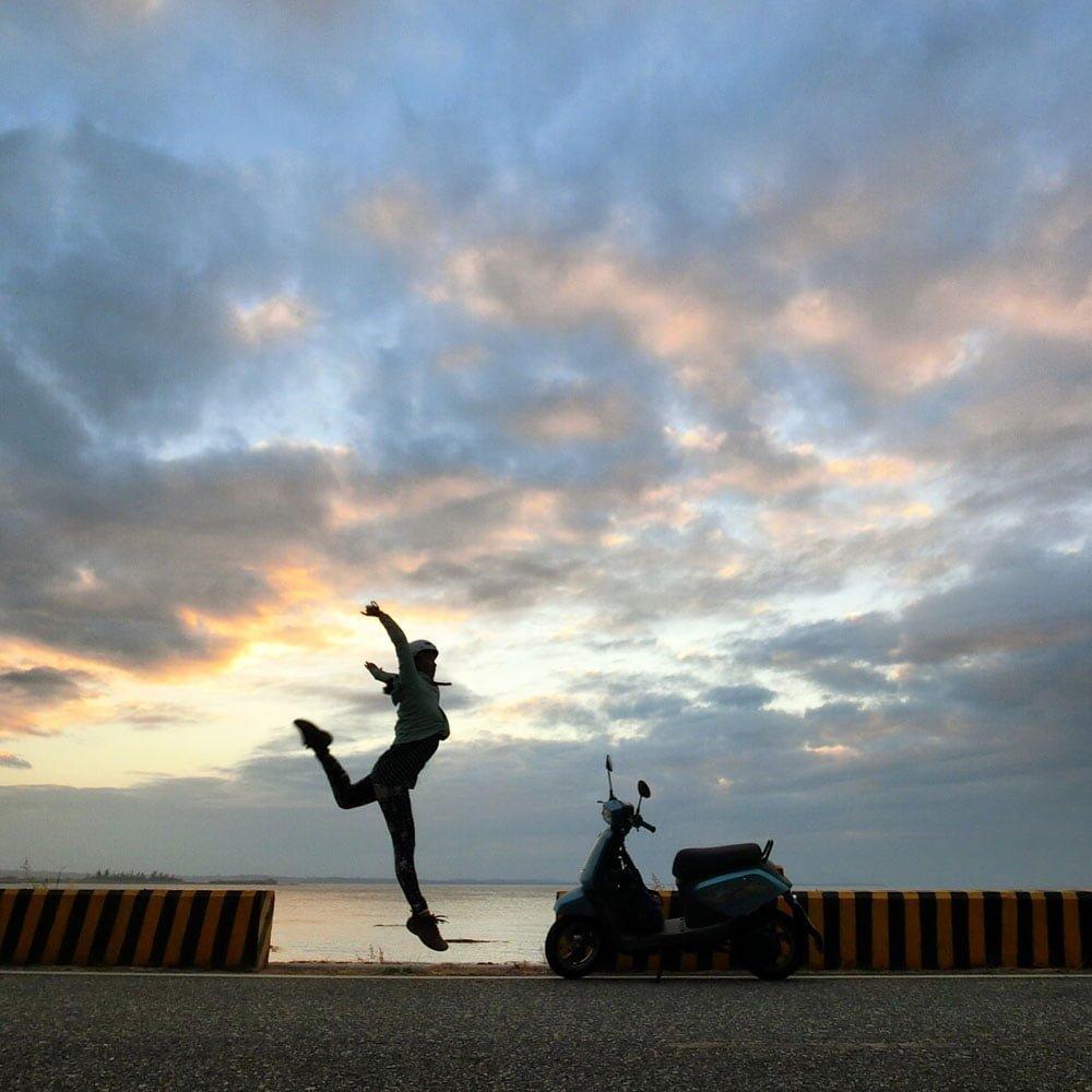 Kinmen Huxia Sunset Scooter Jumpshot